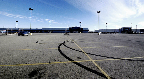 empty-parking-lot-at-closed-big-box-store