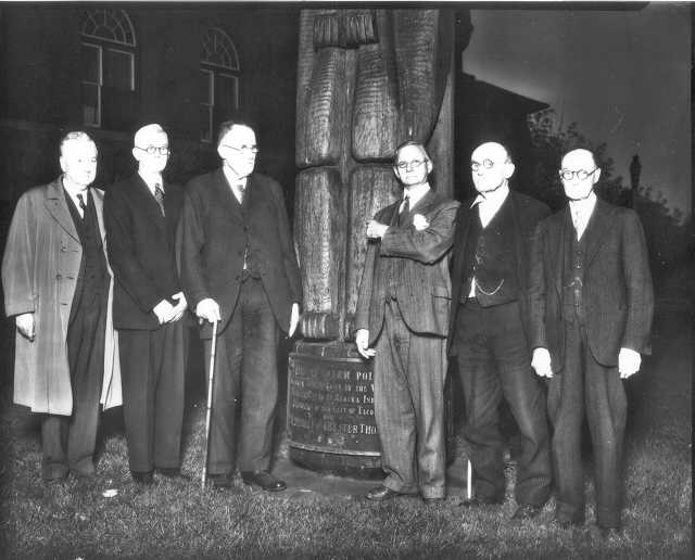 Unnamed Tacoma notables pose near the totem pole in 1934 (image courtesy of Tacoma Public Library)