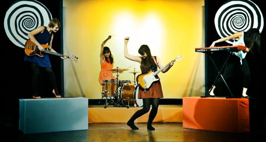Still from La Luz video Brainwash