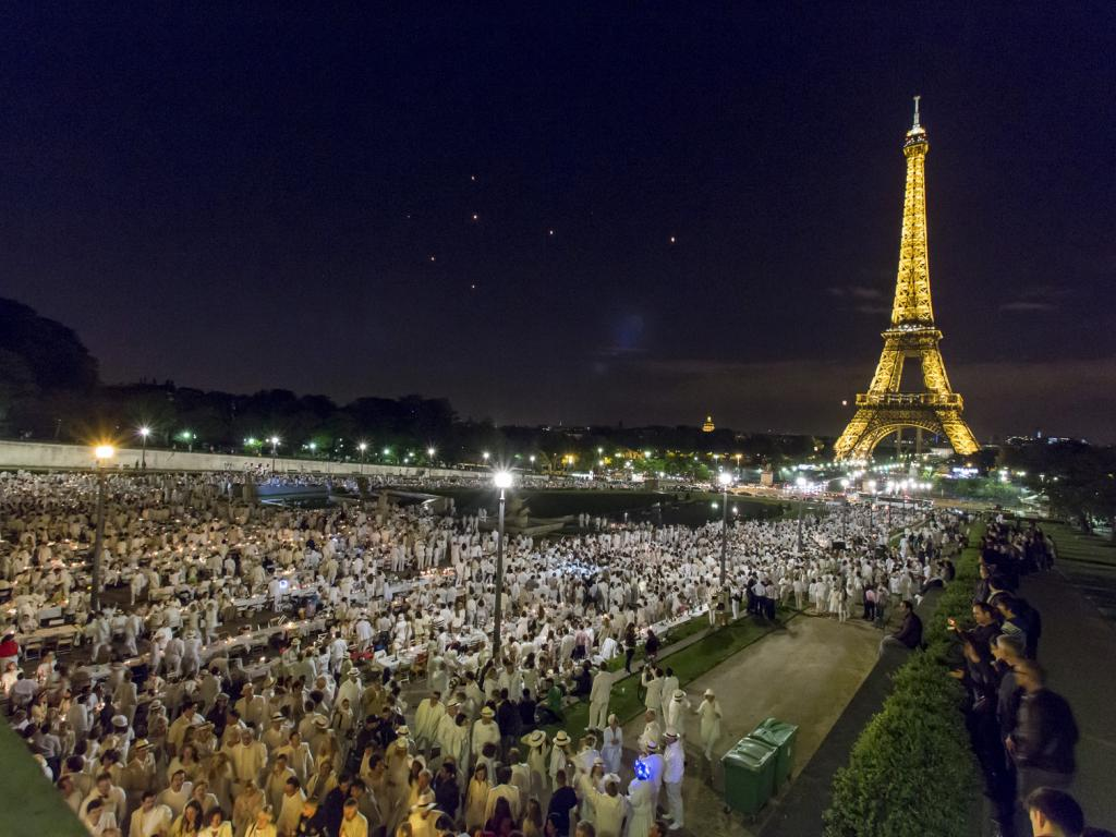 A massive Le Diner en Blanc in Paris.