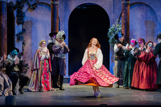 Ksenia Popova as Juliette in Tacoma Opera's Romeo et Juliette. Photograph by Peter Serko